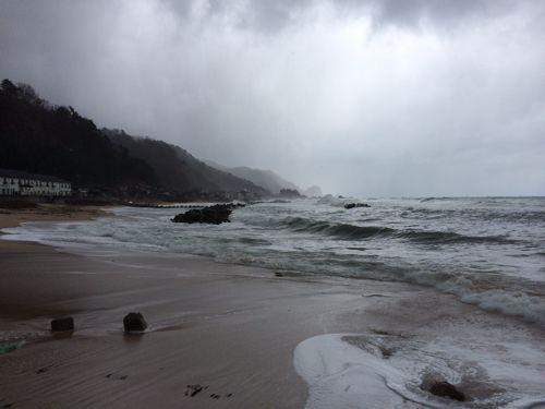 荒れた日本海の海
