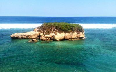 Pesona Pantai Sungkun dan Gili Kura-kura