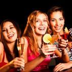 Devojke i kokteli