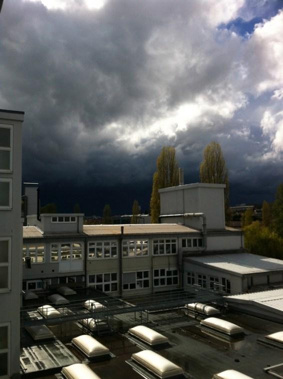 Dunkle Wolken am Himmel