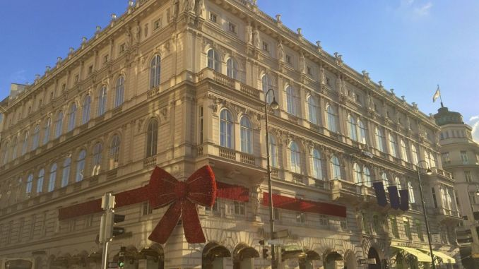 Pre-Christmas Vienna: Everything beautifully decorated in the Austrian capital. Photo: Sascha Tegtmeyer