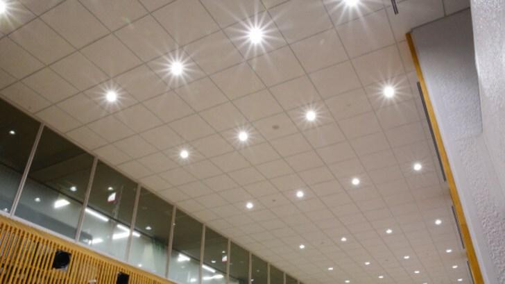 佐世保市役所1階天井