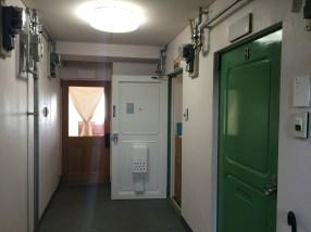 普通のマンションのような扉