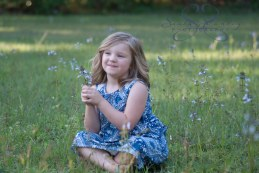 Sasha Stanley Photography : Girl with flowers : Atlanta, TX : Atlanta Texas Flowers : Child Photography : Child Portrait : Local Photographer