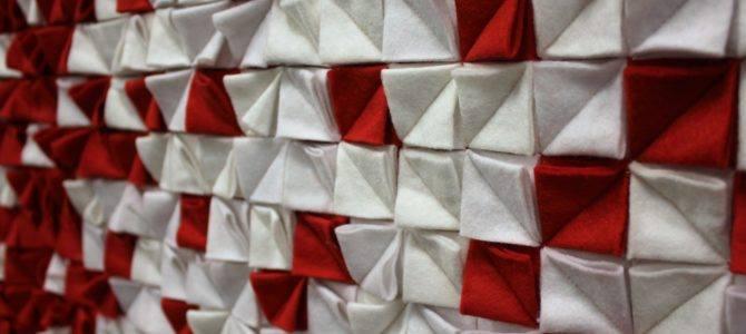 """2019-03-20: Galeria PROM: wystawa patchworków ,,Biało-czerwona"""""""