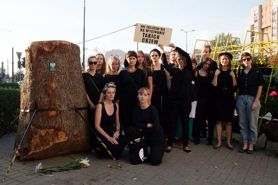 2019-10-04: Ziemski lament pod Pomnikiem Niszczenia Przyrody