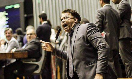 Deputados rejeitam denúncia da PGR contra Temer, após liberação de R$ 4 bi em emendas