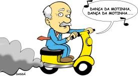 16/03/2001 - José Tavares, secretária d segurança pública, e as mini-motos que fazem a segurança da cidade.