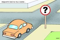 Sinalização de trânsito confusa nas ruas da cidade.