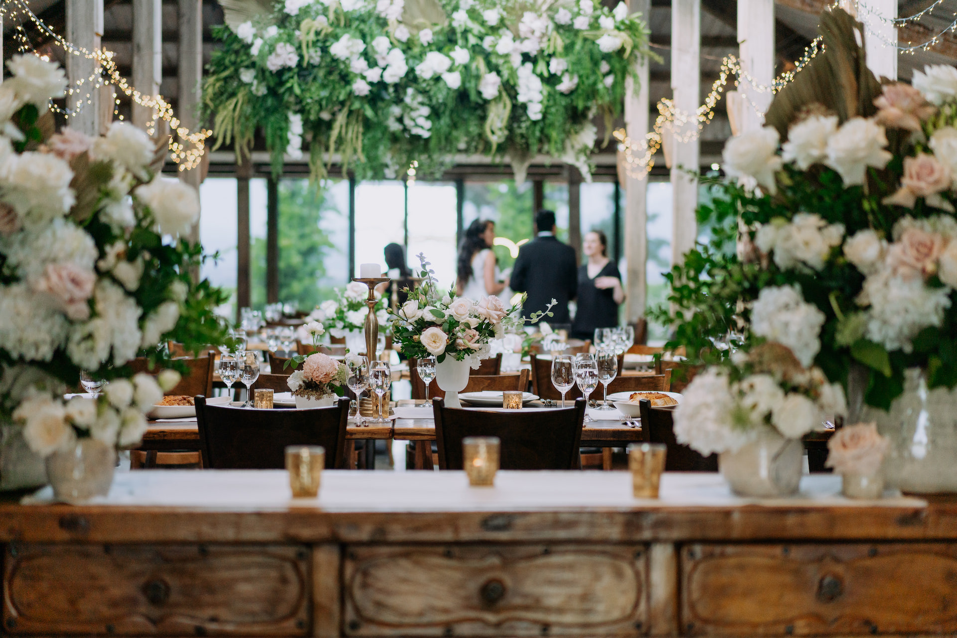 Neutral wedding flowers and white and green wedding flower tablescape styling by Yarra Valley Wedding florist Sassafras Flower Design.