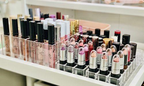 lipstick organization in makeup vanity