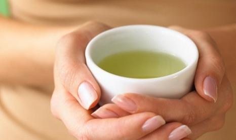 Hands_Holding_Cup_Green_Tea