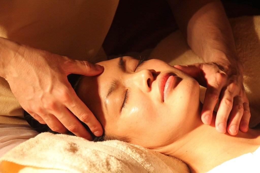 Acupressure remedy for migraine headaches