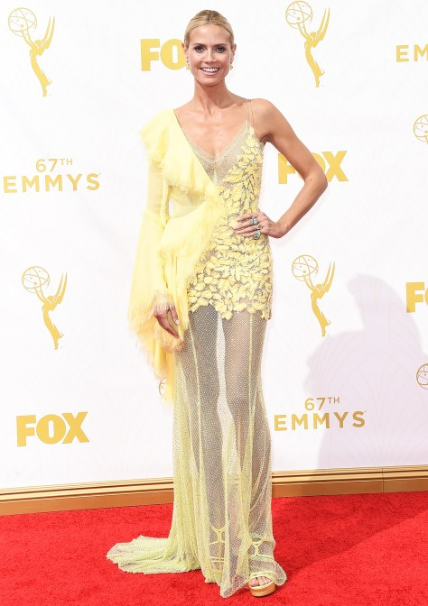 Heidi-Klum-Emmys-2015-Awful-Yellow-Versace-Dress