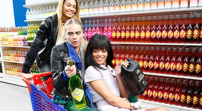 Cara Delevigne, Rihanna in shopping cart