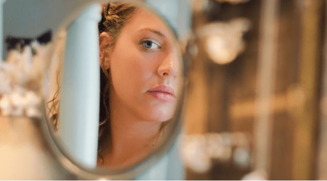 beautiful-inner-model-mirror-thinking-in-your-own-skin