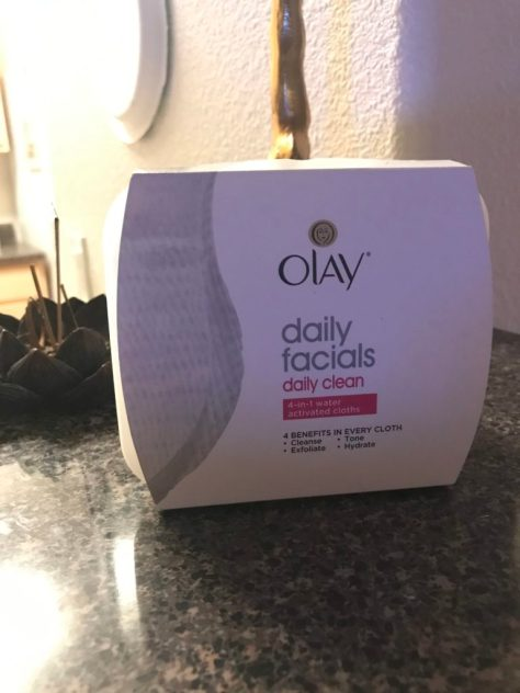 Olay cleansing cloths facial cleanser