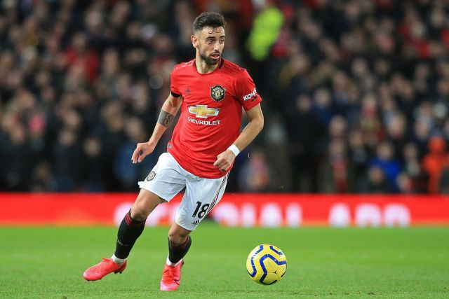 Bruno Fernandes'spenalty and a late howler fromKasper Schmeichelto giftJesse Lingarda tap in sawLeicesterbeaten2-0on Sunday to end the Foxes' challenge to play in Europe's elite club competition.