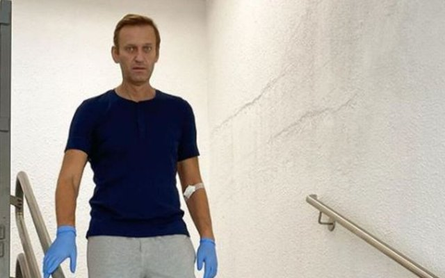 ALEXEI NAVALNY POSTS PHOTO OF HIM WALKING, DESCRIBES RECOVERY