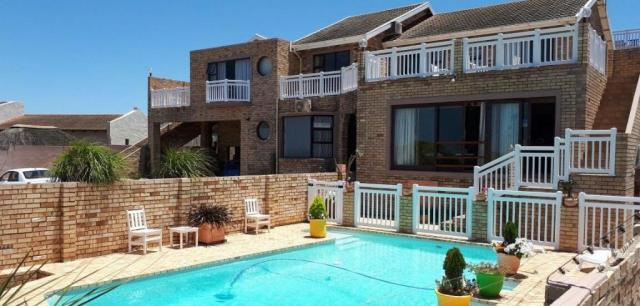 With more than 11% of residential rental properties now standing empty, landlords are scrambling to find tenants, which is putting pressure on rental prices. On average, rent is now only 1.4% more expensive than a year ago - and FNB expects that it may be cheaper next year than this year.