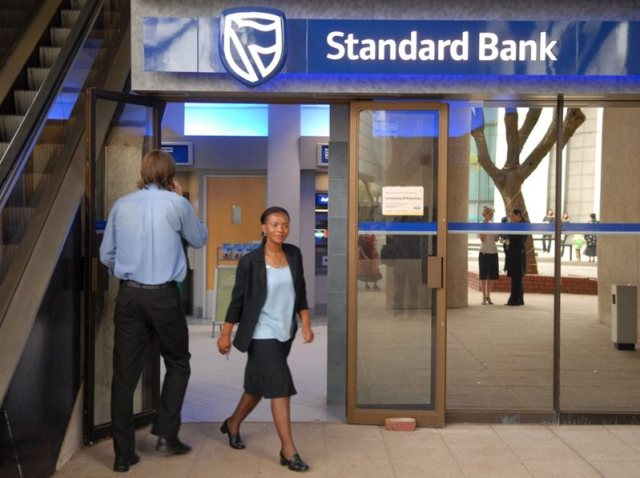 After payday problems – twice – Standard Bank launches a service to see if it is offline