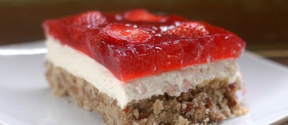 """Amazing Strawberry """"Pretzel"""" Salad (Low-Carb)"""