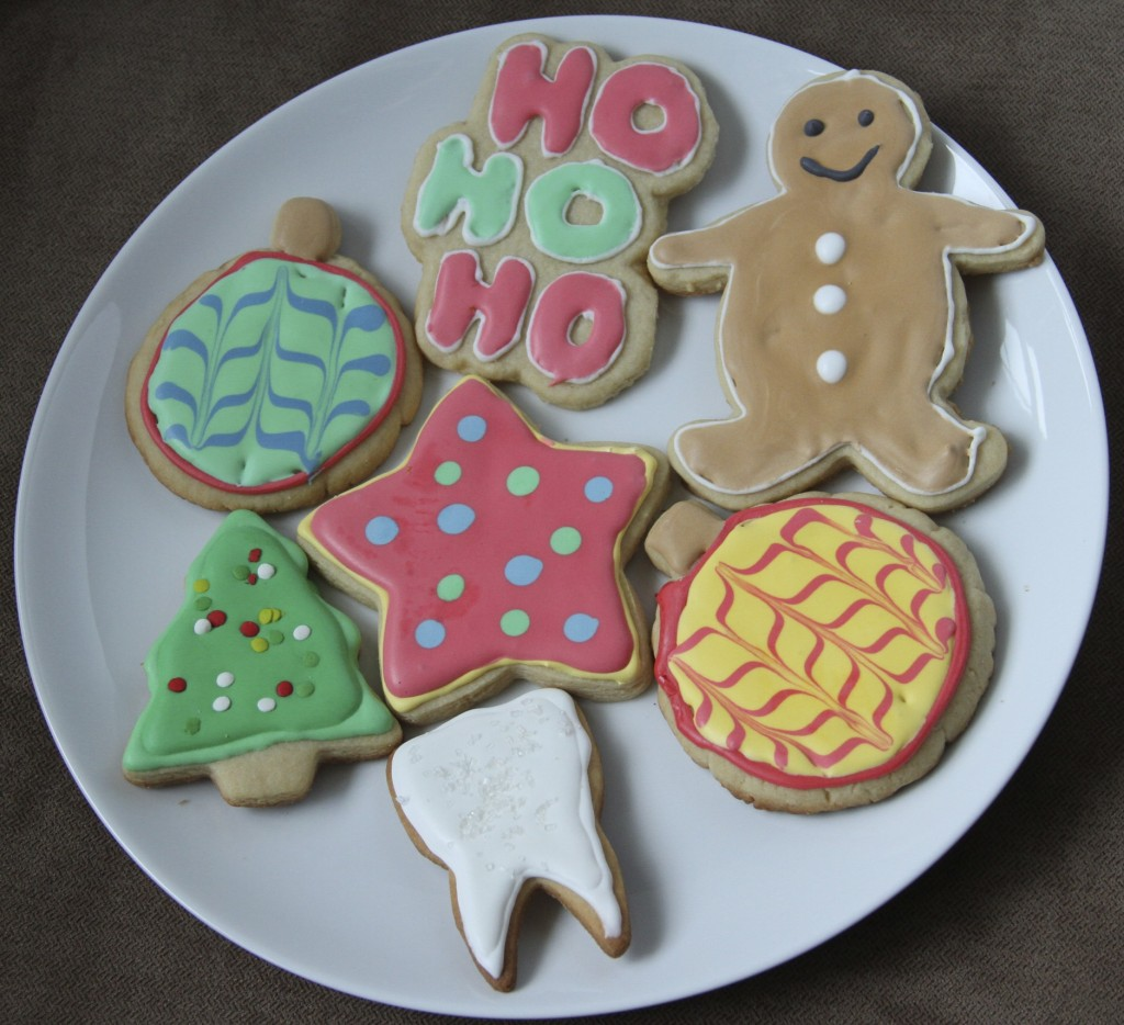 Satisfy My Sweet Tooth      Blog Archive 5th Day of Christmas  Cut out     Christmas really cannot be complete without decorating
