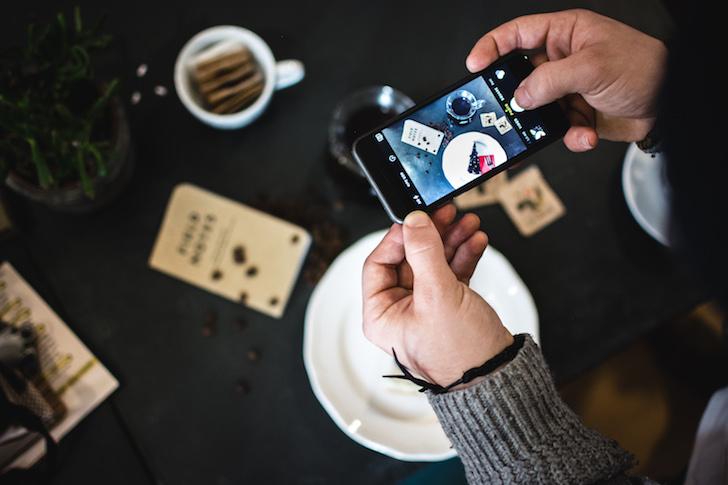 SNS(ソーシャルメディア)担当者とは、消費者と会話をして関係性を深める人。