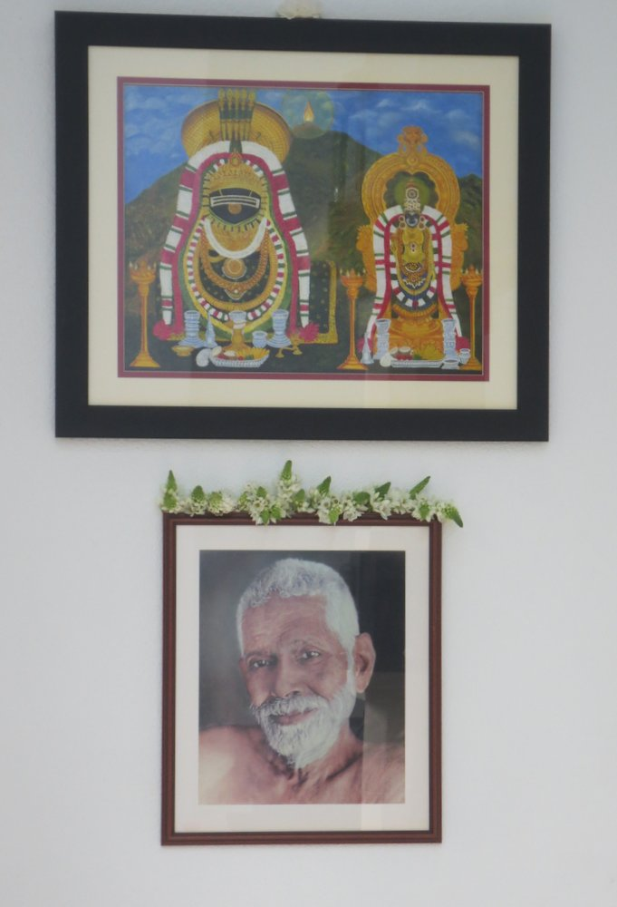 Bhagavan Sri Ramana Maharshi. Sri Arunachalesvara and Apithakuchambal