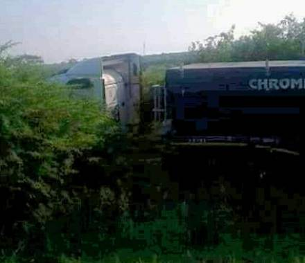 Driver found sleeping on the steering after crashing truck on N2 near Mkhuze