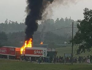 Traffic Alert: Mooi River Toll gate besieged by protests, trucks burnt