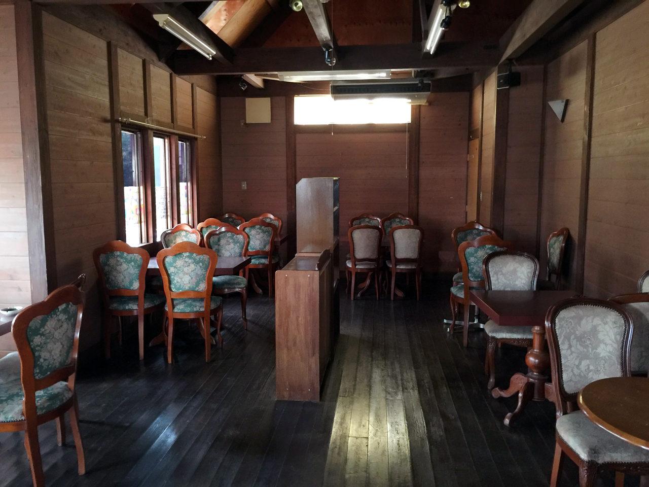 市街化調整区域での住宅の建て替え設計・デザインの既設喫茶店の店内