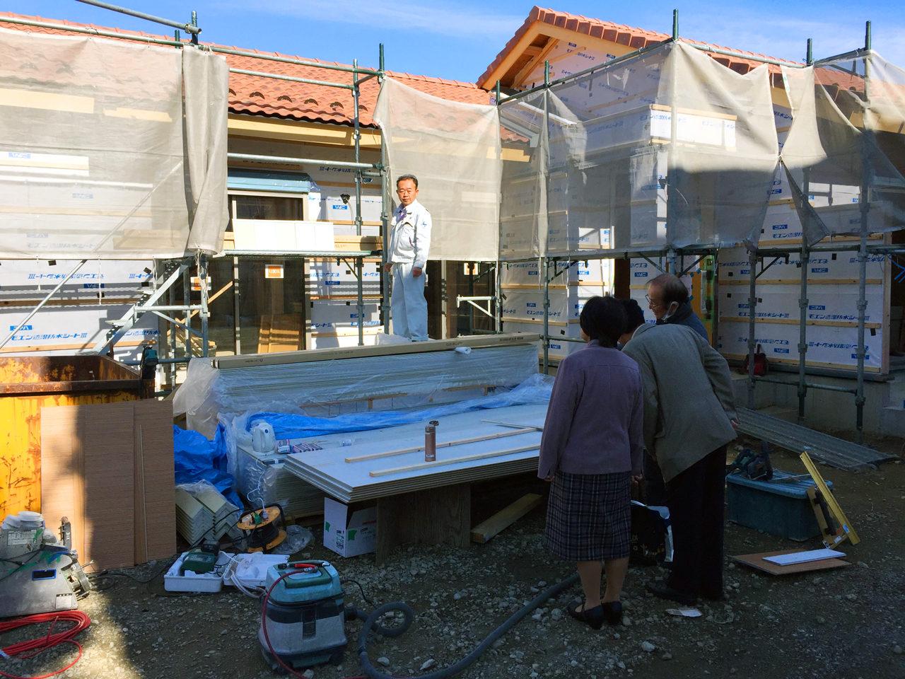 設計・デザインをした木造平屋建てバリアフリー住宅の外壁塗り壁決定