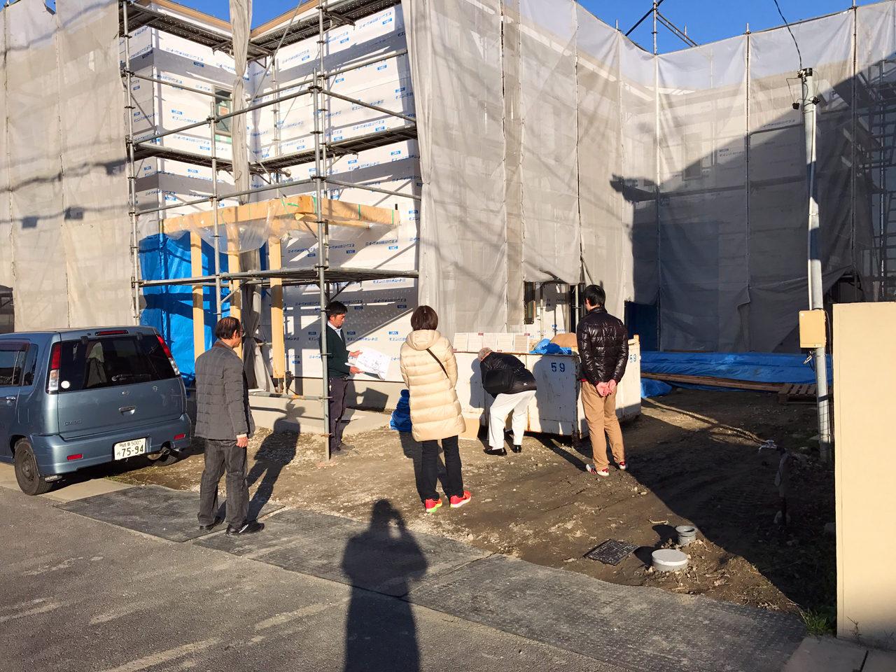 レディース治療院(はり・あん・マッサージ)付き二世帯住宅の外壁塗り材の色とテクスチャーの打合せ