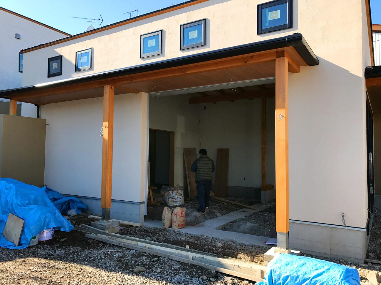 設計・デザインをした店舗(石材店・墓石屋)付き住宅の外観