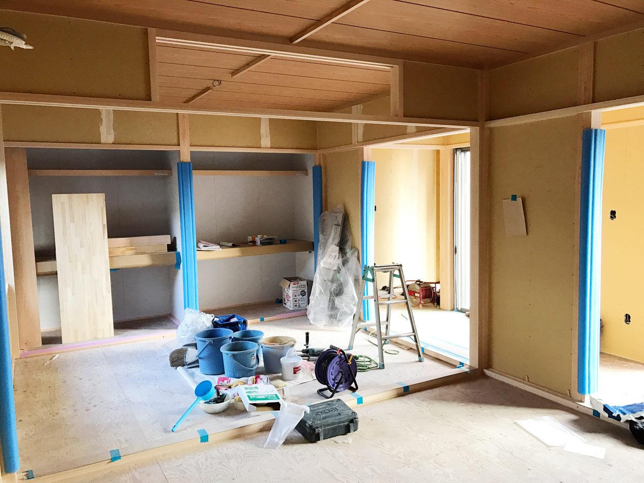 設計・デザインをした木造平屋建てバリアフリー住宅の二間続きの和室と縁側