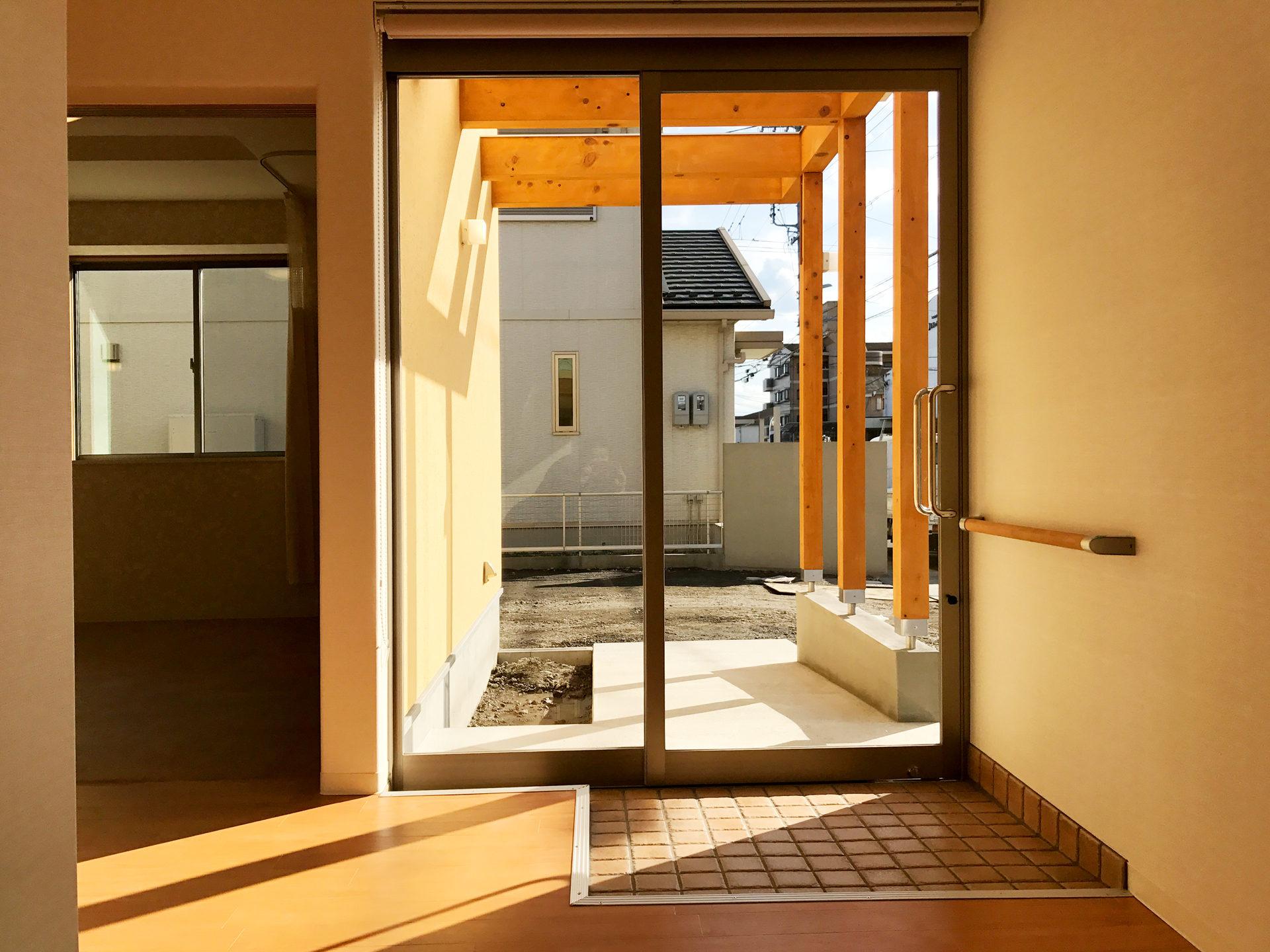 レディース治療院(はり・あん・マッサージ)付き二世帯住宅のバリアフリー玄関