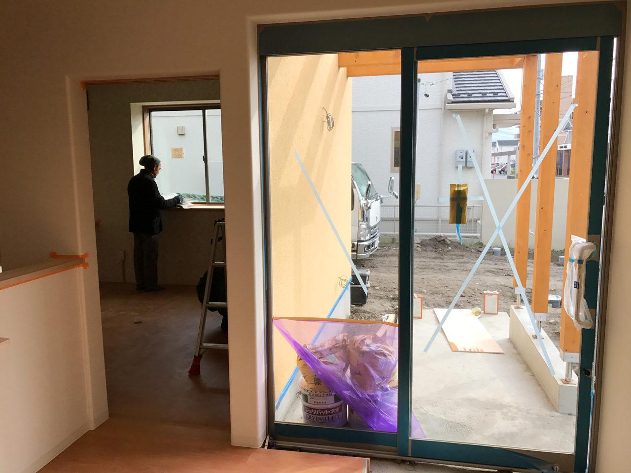 レディース治療院(はり・あん・マッサージ)付き二世帯住宅のバリアフリー玄関とスロープ