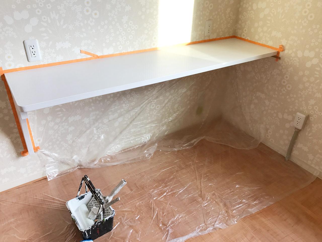 レディース治療院(はり・あん・マッサージ)付き二世帯住宅の施術室内作業用カウンター塗装後