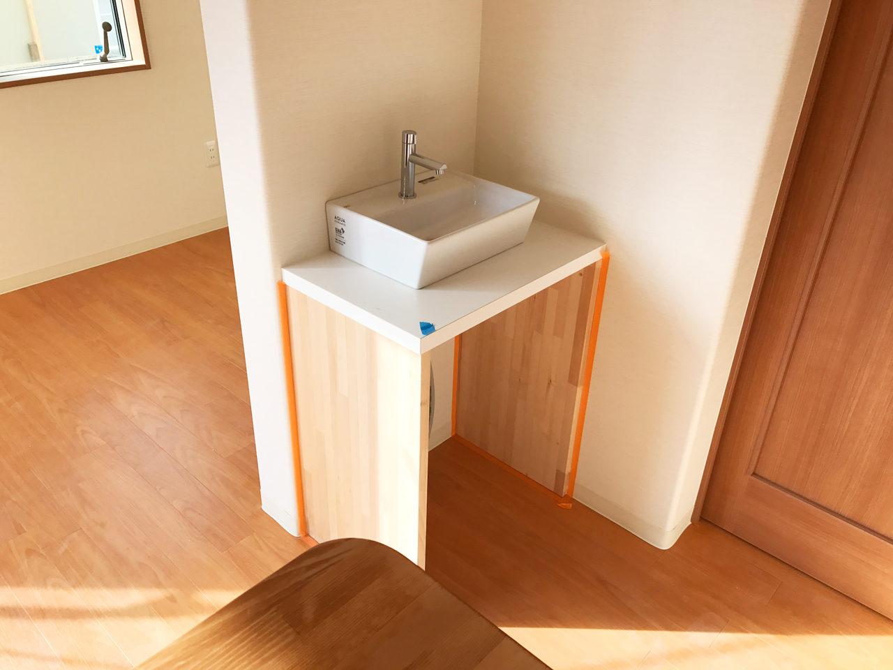 レディース治療院(はり・あん・マッサージ)付き二世帯住宅の待合室内手洗いカウンター