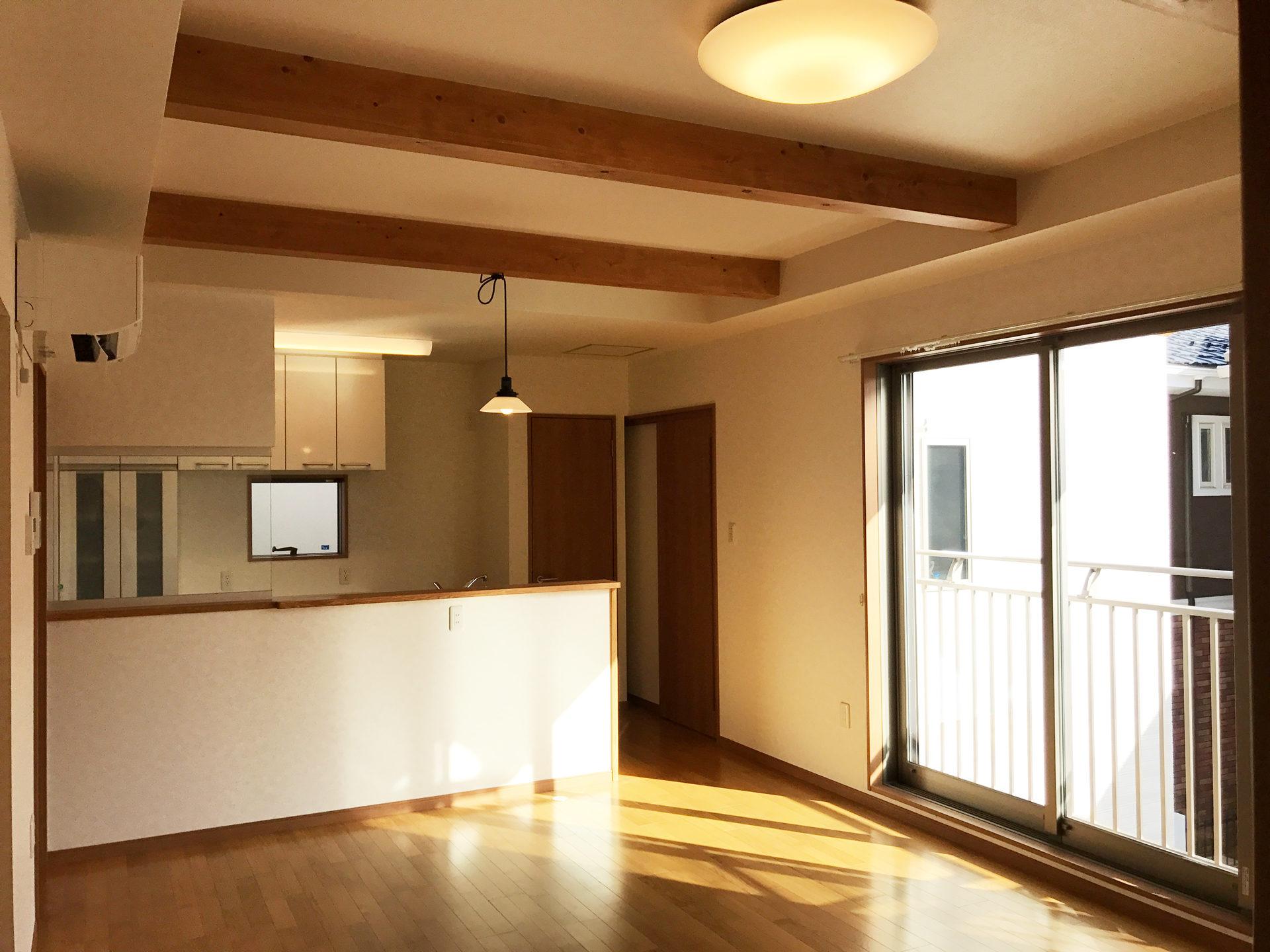 レディース治療院(はり・あん・マッサージ)付き二世帯住宅の明るいLDK