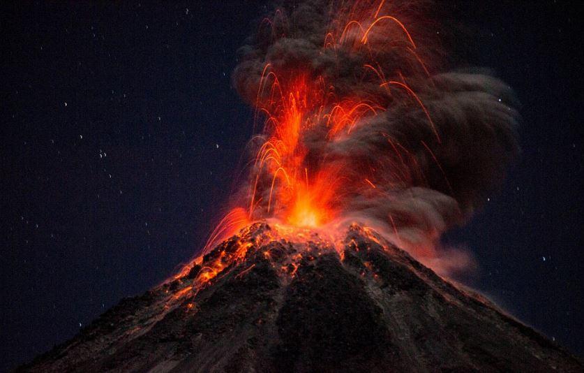 faktor penyebab gunung meletus