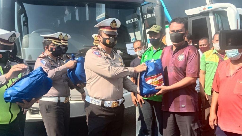36 Bus Mengangkut Penumpang Tanpa Persyaratan Lengkap
