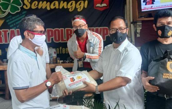 ICPW Bersama Polri Membagikan 1.000 Paket Sembako Untuk Pejuang Informasi