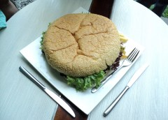 Goliath Burger Grand Aston Yogyakarta