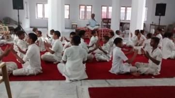 20170215we2158-satya-bodh-yoga-healing-center-photo-of-participants-practising-pranayama-lucknow-india-001