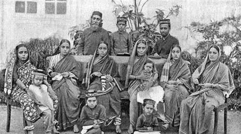 यद्यपि भिन्न, यहूदिहरुले पारम्परिक भारतीय परिभेष अपनाउने द्वारा स्वयंलाई यसमा मिश्रित गरे