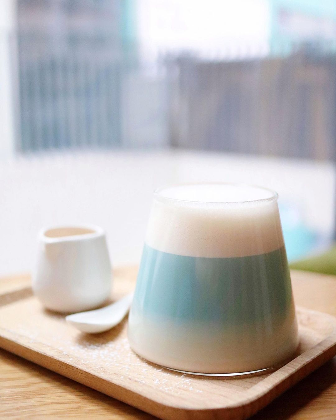 店內最有名的絕對是上白下藍「富士山」飲品 (圖片來源:IG@chubbykiukiu)