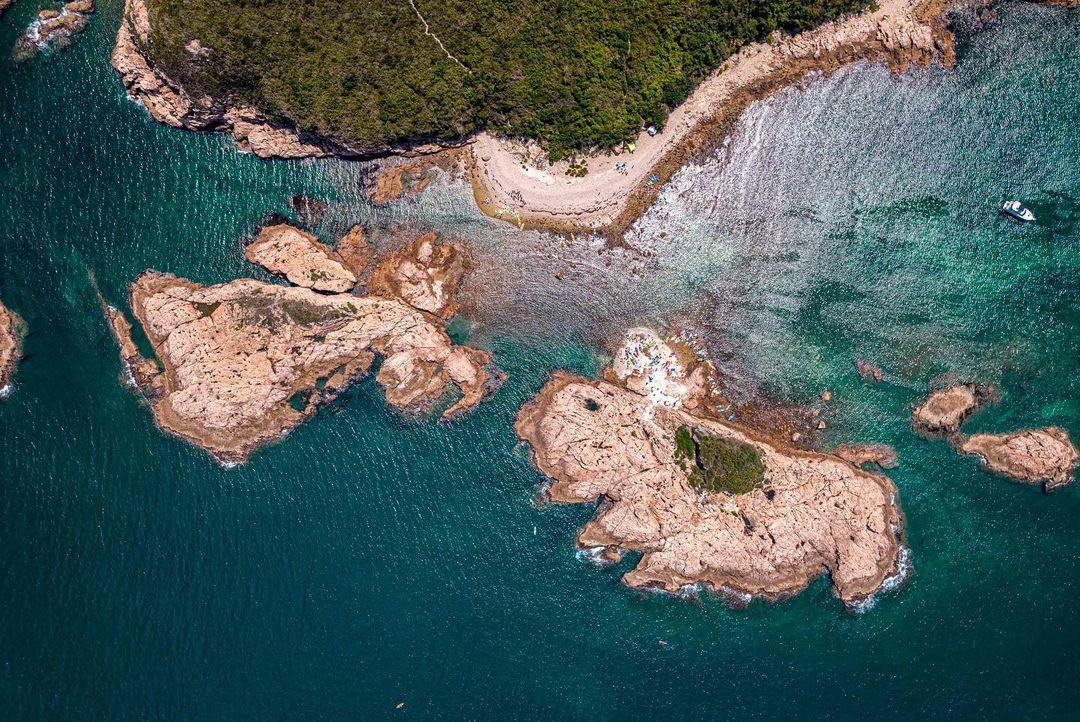綠蛋島正名為爛排,位於清水灣海域的一座小島。(圖片授權轉載:IG@ngmatt)