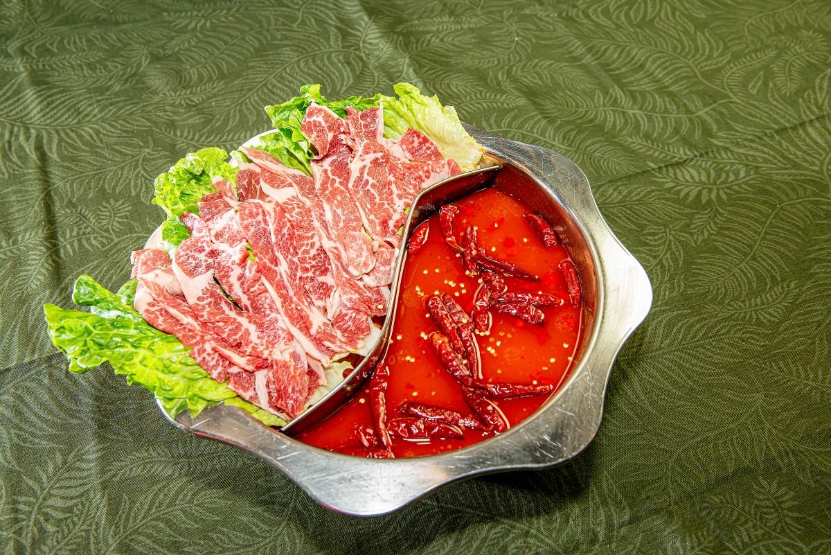 辣味愛好者必點——辛口和牛地獄湯,辣椒+紅油十分過癮!